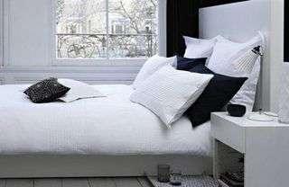 ideia de quarto de casal decorado cor branca